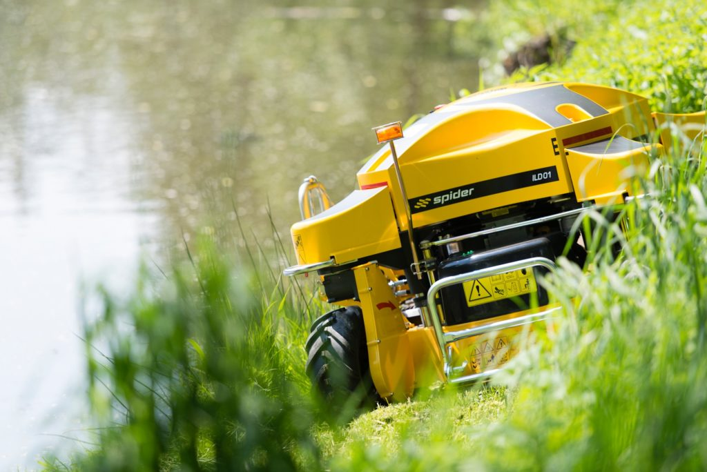 Spider ILD01 (the World's First Remote-Control Slope Mower) Mowing Grass Along the Bank of a Lake