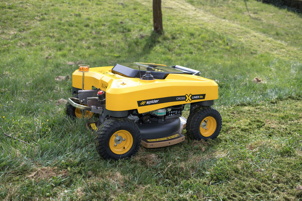 SPIDER CROSS LINER Lite Remote-Control Slope Mower on Grass
